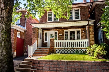 Stay in our cozy detached house on a quiet, tree lined street just north of The Danforth. We're only steps away from Coxwell TTC station, the subway will get you downtown in 10 minutes. The house still has it's 1920s character - with a jacuzzi tub!