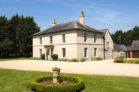 Leigh Hall Bed & Breakfast - Wiltshire