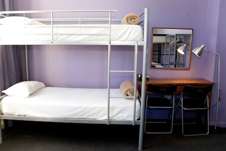 8 Share Dorm/one person per booking - Surry Hills