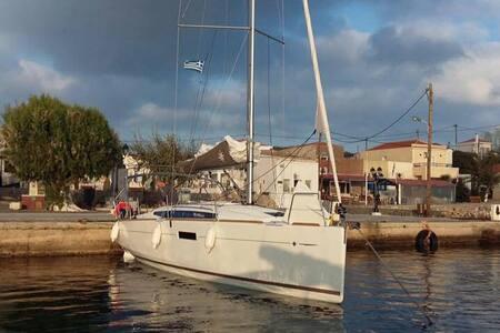 Cabin in a sailing boat - Midilli