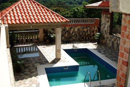 La Casa de Piedras / Hideout Palace - Bed & Breakfast