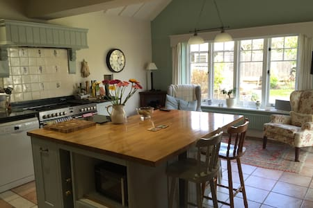 En-suite double bedroom, Worplesdon - Worplesdon - Hus