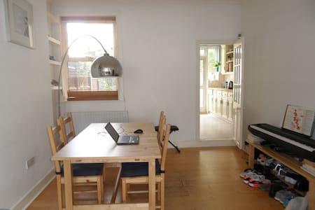 En-suite double in spacious house in Tooting - Londres