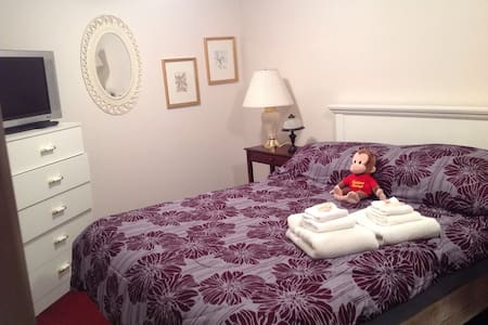 SLEEPS 2 QUICK EASY ACCESS DOWNTOWN