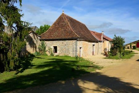 Domaine des Ormeaux Gite Jeanne - Ajat - Huis