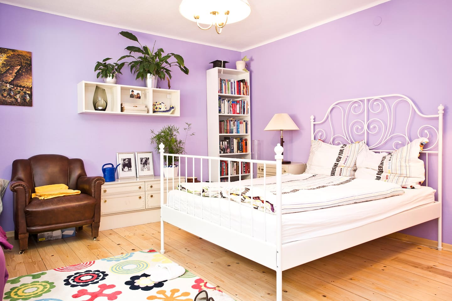 Guest room (upstairs): queen sized bed, couch, and baby bed (if needed)
