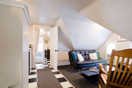 Quiant attic apartment - Wohnung