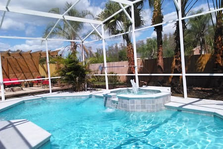 Private 2 bedroom Apt. in POOL home - House