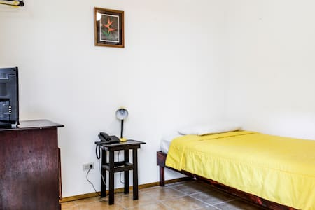 Single rooms available in BnB - San Jose - Bed & Breakfast