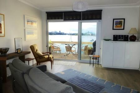 Sunny 3br with Harbour Bridge views