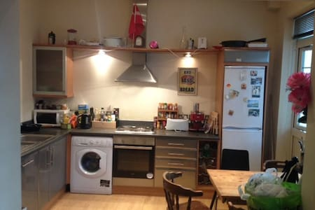 Big bedroom in friendly flat share in Camberwell - Apartment