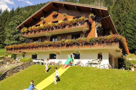 Beautiful Traditional Alpine Chalet - Châtel - Bed & Breakfast