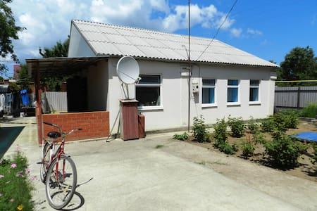 Отдельный домик на 2 семьи (8мест) - Σπίτι