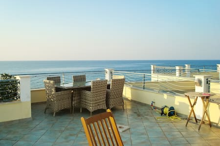Beachside house with 3 bedrooms - Brancaleone