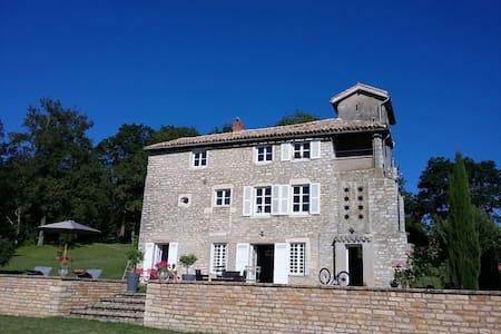Belle maison ancienne dans les hauteurs deTournus - Tournus - Hus