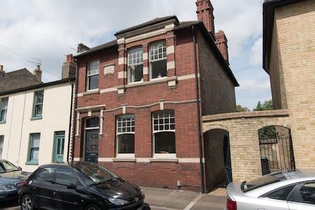 Large Victorian Home near Cambridge - Huis