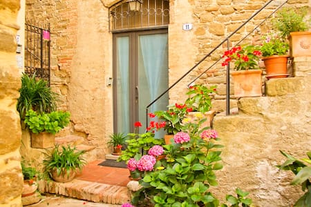 Cosy medieval flat 20m from square - Bettona - House