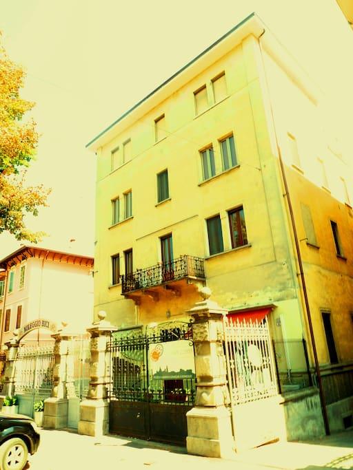 House in Mantua, Virgil is waiting