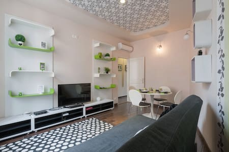 Top location charming flat green