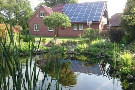 Landhaus mit schönem Garten - House