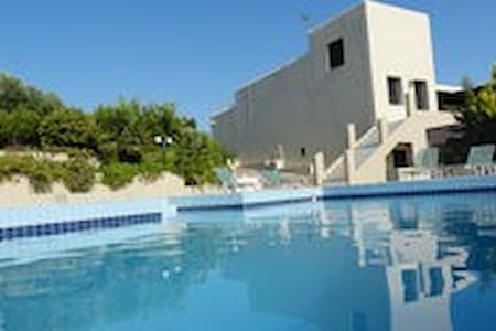 KNOSSOS LUXE ROOMS W/ SWIMMING POOL - Villa