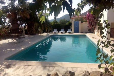 Schöne Wohnung mit Pool u. Terrasse - Pau - Appartement