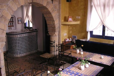 Dar Al Bahar Twin Room Street View - Essaouira - Bed & Breakfast