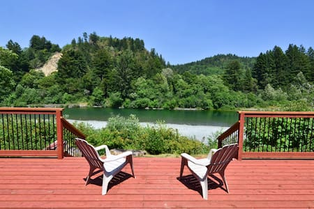 Redwood Coast River House-Big Deck, River, Hot Tub - Crescent City - Maison