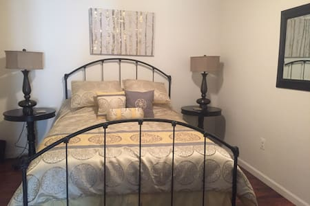 Private suite close to HSC and LU!! - Farmville - Casa