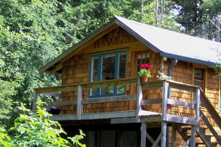Above All Cottage on Quadra Island - Cabin