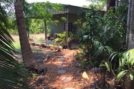 Private Chalet on a Tropical Flower Farm - Humpty Doo - Chalet