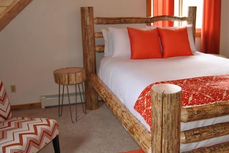 The Indian Paintbrush Suite - Encampment - Bed & Breakfast