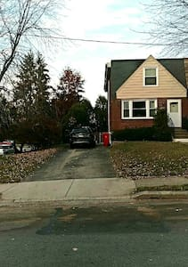 A 3 bed 2 bath on a Corner lot - Norristown