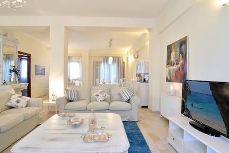 a gorgeous  luxury vintage villa - Kompitsi