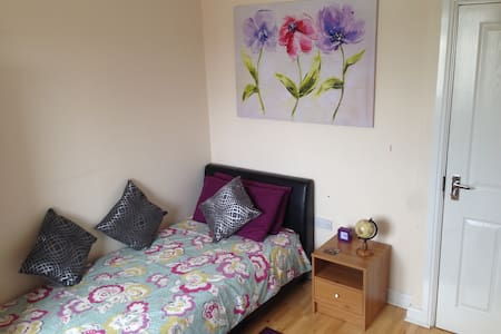 Modern,Clean and quiet room with full En suite - Market Harborough - Casa