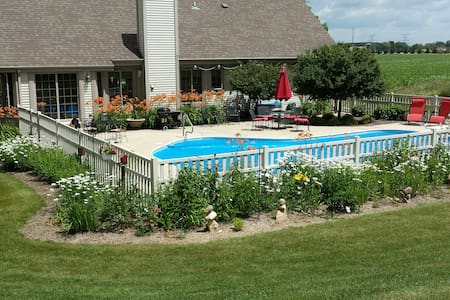 Beautiful ranch home with in ground pool - Hartland