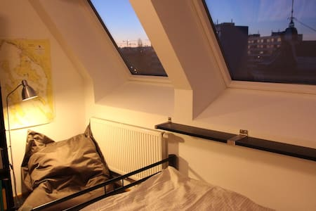Private Skyview Room in Rooftop Apartment - Vienna