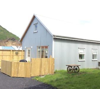 Eyjakot guesthouse - Maison