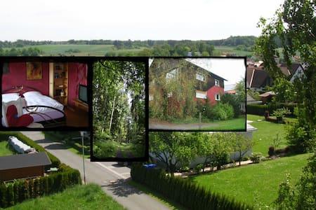 Ferienwohnung - ruhige Ortsrandlage - Burgwald - Flat