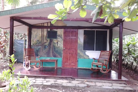 A large cabin located in front of the mangrove in the rear of La Chosa del Manglar property. Great for animal viewing and bird watching. Sleeps 2 individuals in 1 Double bed.