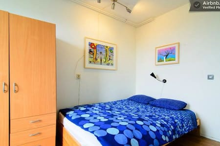 budget room with free parking - Bed & Breakfast