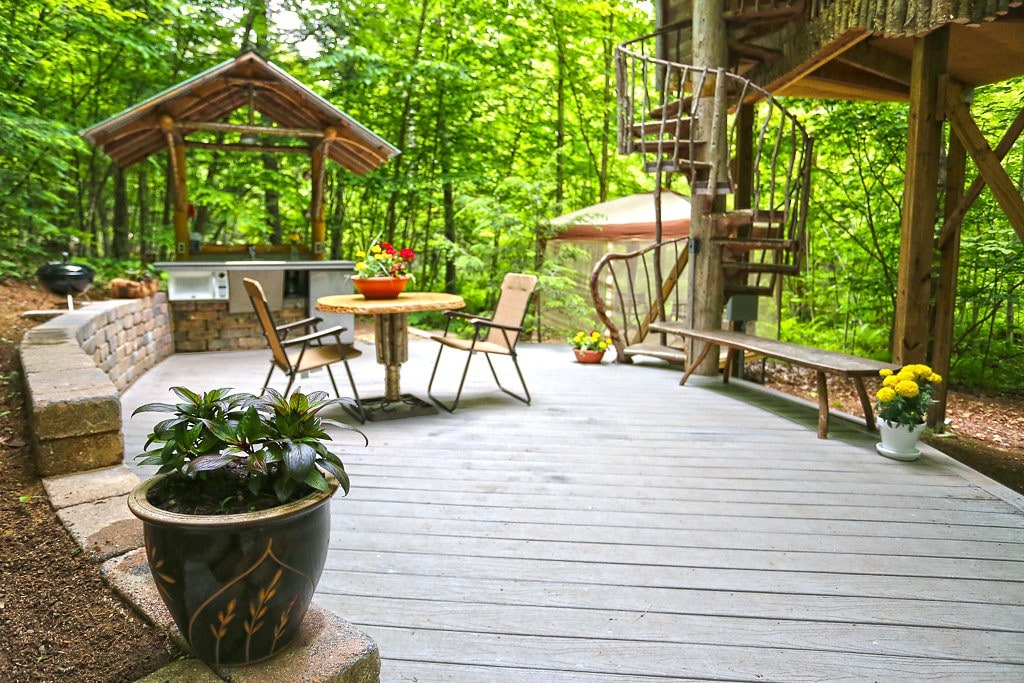 Magical Tree House, Airbnb Rent a Tree Hut for a Night Located in Adirondack Mountains, New York