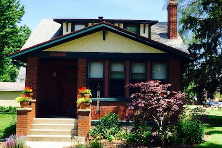 Craftsman Bungalow in the Heart of New Buffalo - 단독주택