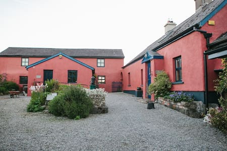Charming Cottage- Heart of Ireland - House