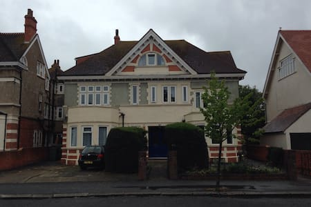 Self contained Ground floor Studio - Folkestone - Lägenhet