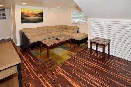 Luxury apt w jet tub & private deck - Pittsburgh - Appartement