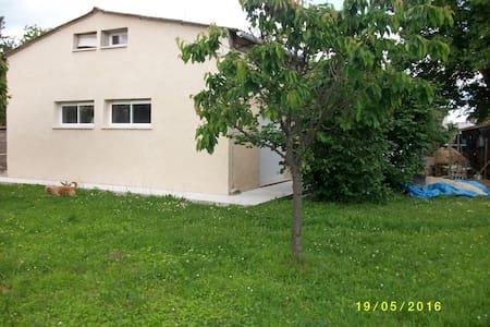 Appartement de 60 m2  indépendant sur Bergerac - Apartament