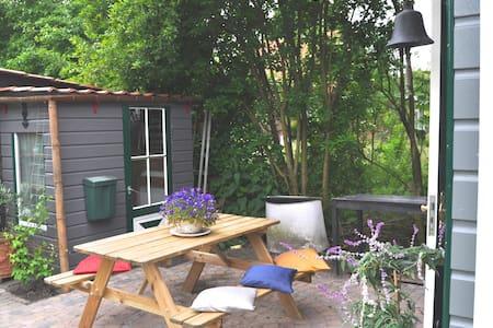 Charming house for 2, Bergen/Alkmaar, garden, Wifi - Alkmaar - Blockhütte