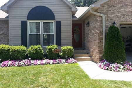 Beautiful Spacious Family Rental - Louisville - Haus