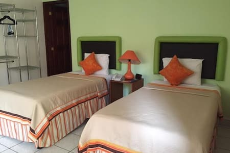 Tu casa en Tegucigalpa, Honduras 2 - Bed & Breakfast
